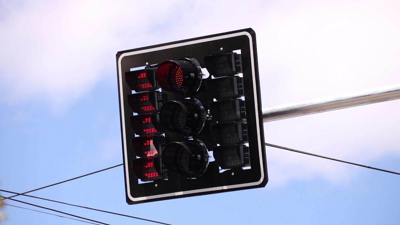 Pedestres devem ter atenção em novos semáforos instalados em Nova Prata | Rádio Studio 87.7 FM - Rádio Studio 87.7 FM