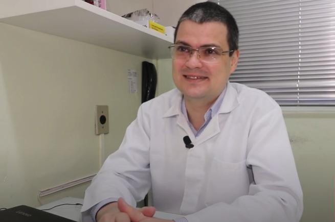 Vídeo | Na linha de frente: neste dia nacional da saúde conheça o trabalho do médico Piero Motta Bonfada | Rádio Studio 87.7 FM – Rádio Studio 87.7 FM